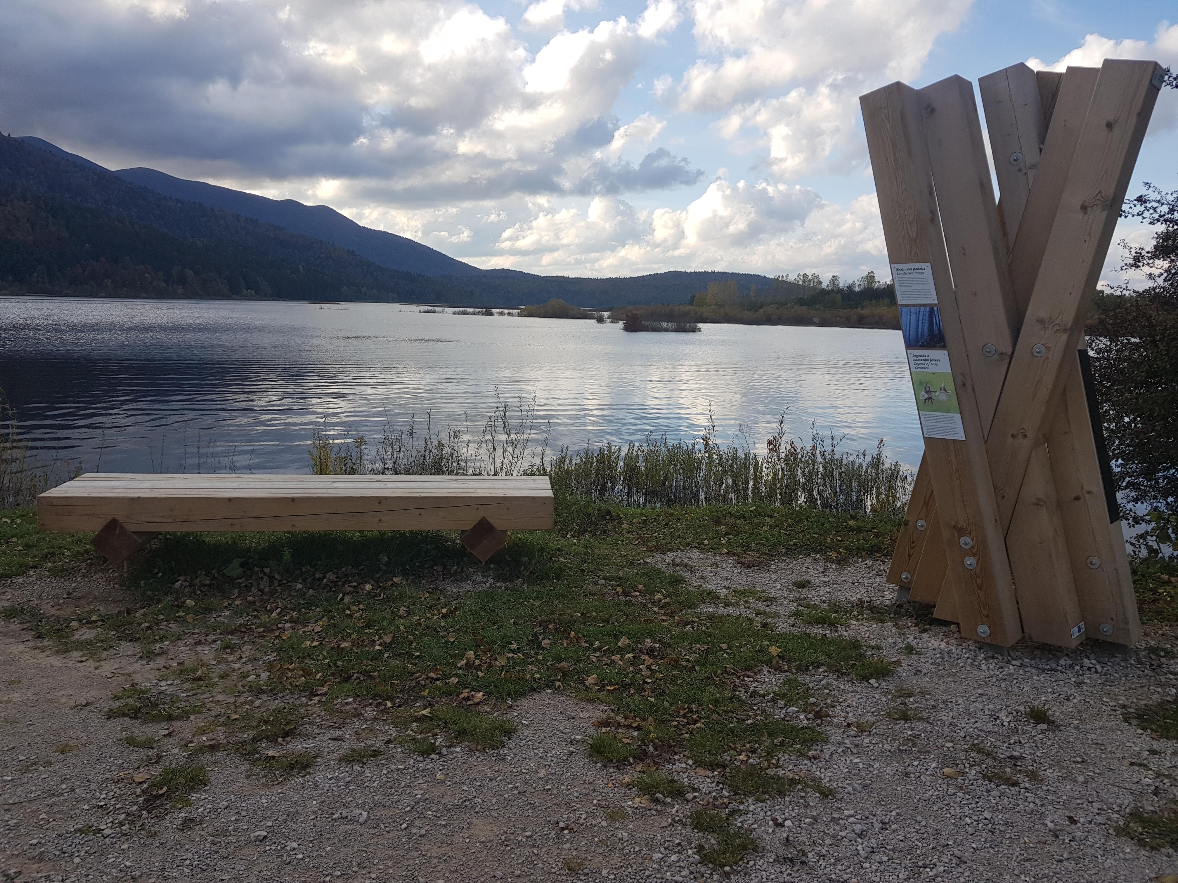 Točka Javorniki. Pot Drvošec - prvi del ki poteka čisto ob Cerkniškem jezeru. Foto Eva Kobe
