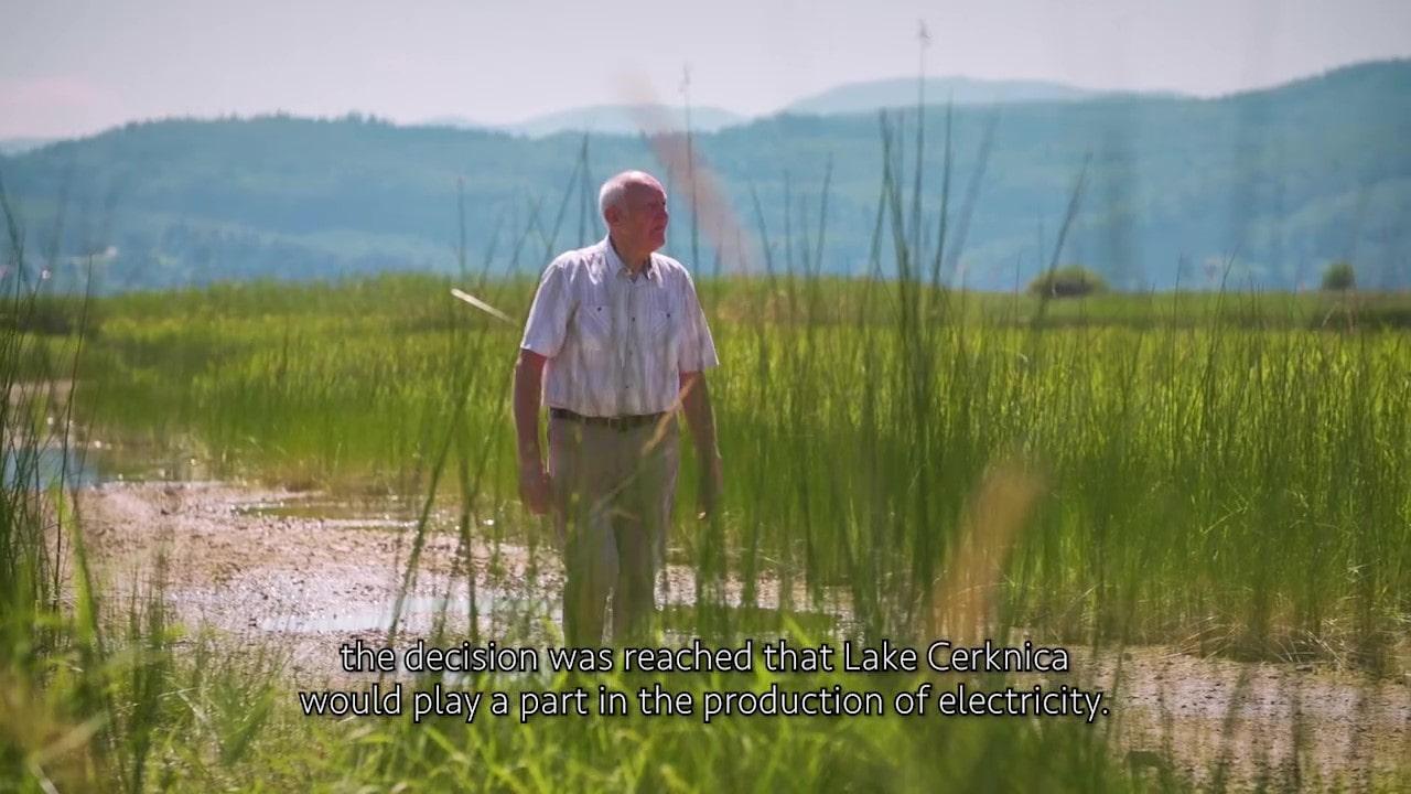 Odlomek iz filmčka. Jurij Kunaver na Cerkniškem jezeru.