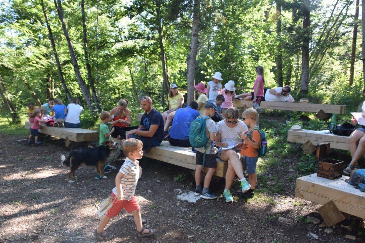 Obiskovalci na poti Drvošec poleti 2020.