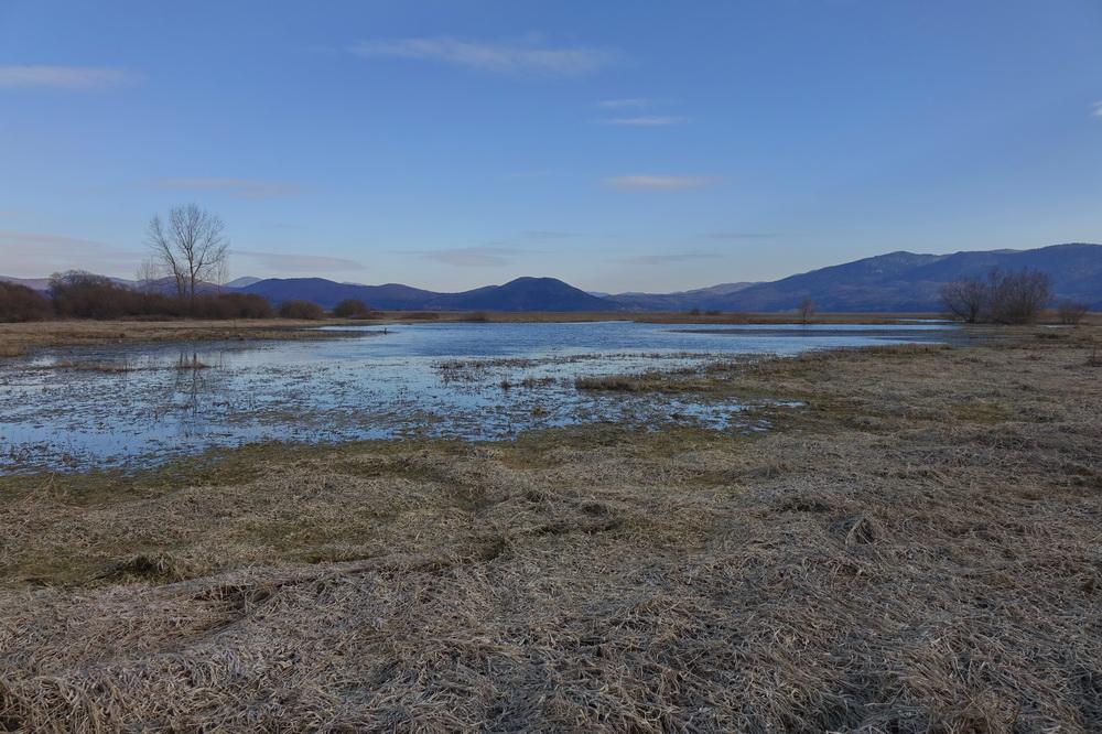 Da bi bila voda v Cerkniškem jezeru čim dlje.